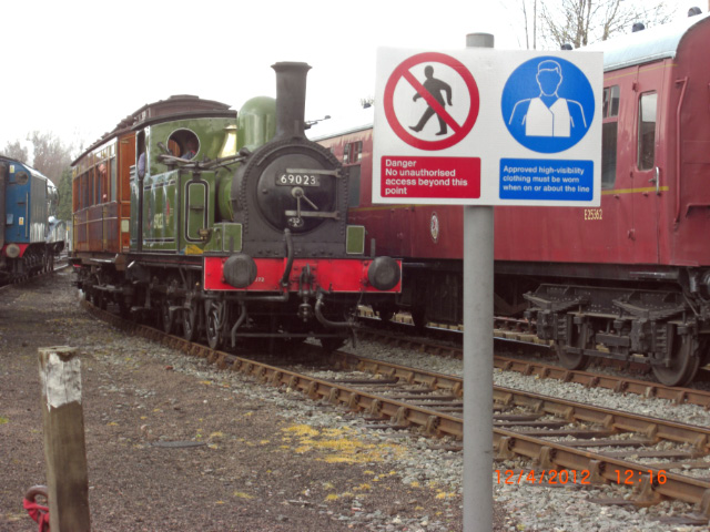 Returning with the Saloon to Roundhouse Halt platform on VIP Day - Neil Smedley