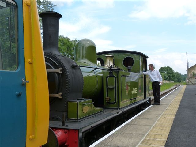 Awaiting departure from Leyburn - Terry Newman