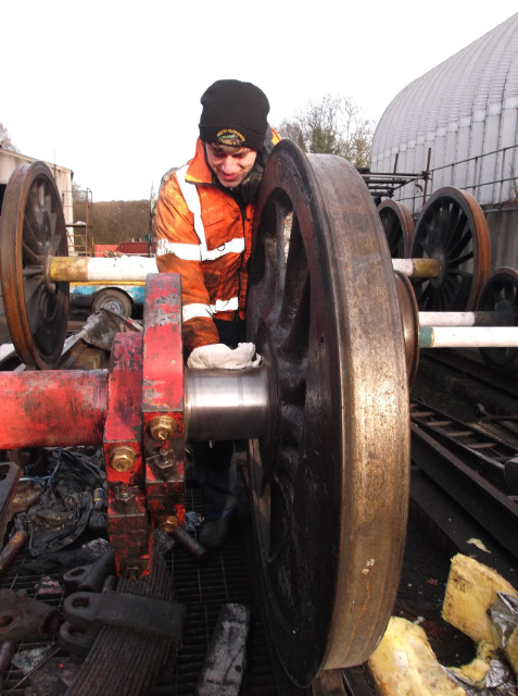 NELPG member James Pearcy cleaning the Q6 driving axle journals prior to inspection by Richard Campbell - Darrin Crone