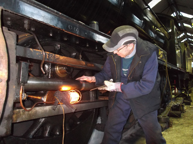 Les Harper expertly dressing the LH piston rod - Darrin Crone