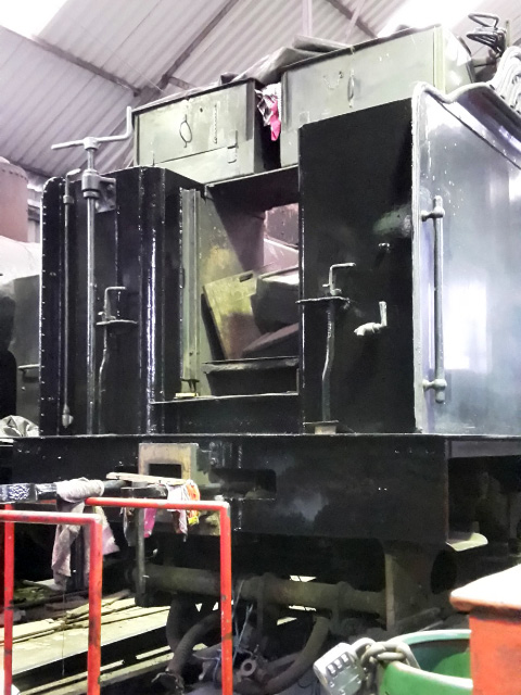 Front of the tender in gloss - Nigel Hall