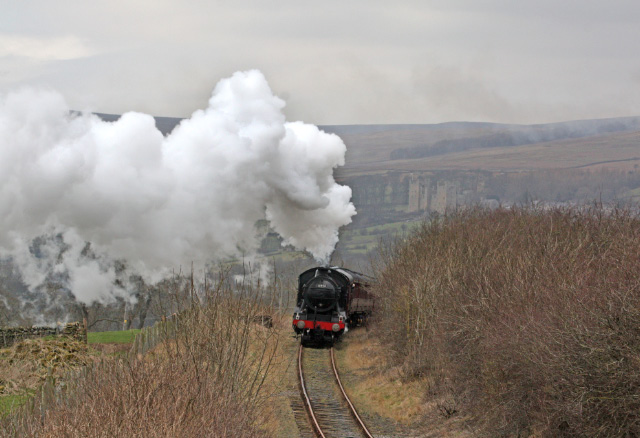 The K4 banking the train towards Redmire with Castle Bolton in the background - Maurice Burns