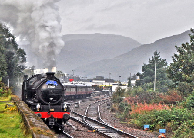 The K1 shunting the ECS at Fort William station - Colin Smith