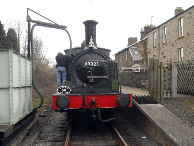 Leyburn 69023 taking water - John Midcalf