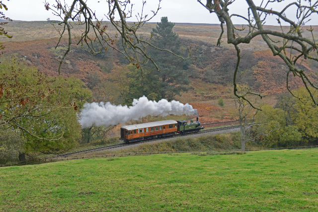 Joem makes its way towards Goathland with the saloon - John Hunt