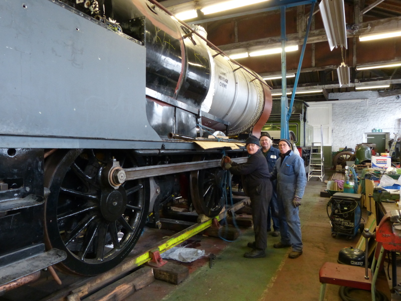 The loco RHS with Arthur Jenkins, Tim Wilkinson and Steve Johnston tieing the ejector exhaust pipe to the running board for transport - Terry Newman