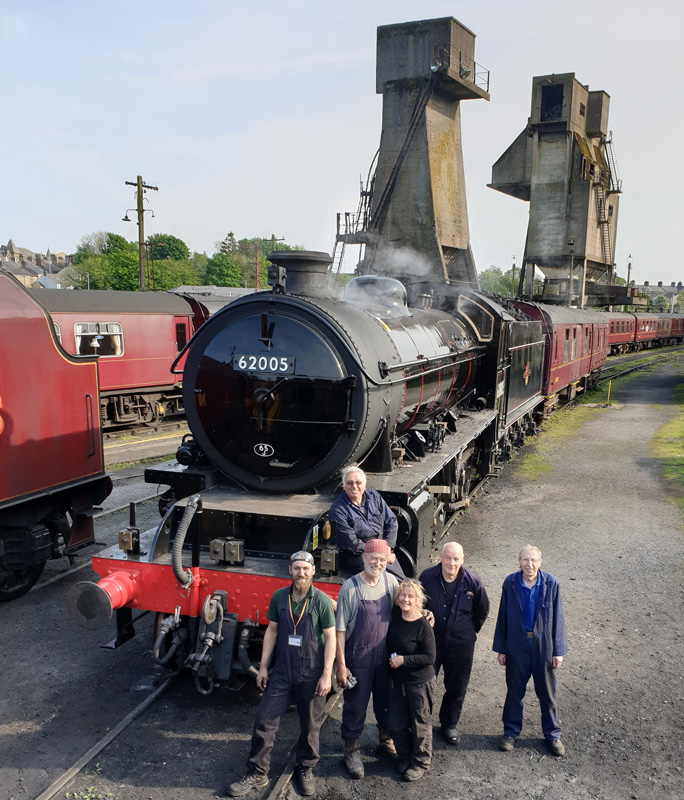 On our return to Carnforth yesterday evening. The crew are Chris Henwood, Mike Bloomfield,Paul Hutchinson (the good looking one), Angie Buxton, Steve Gibson and Les Harper.