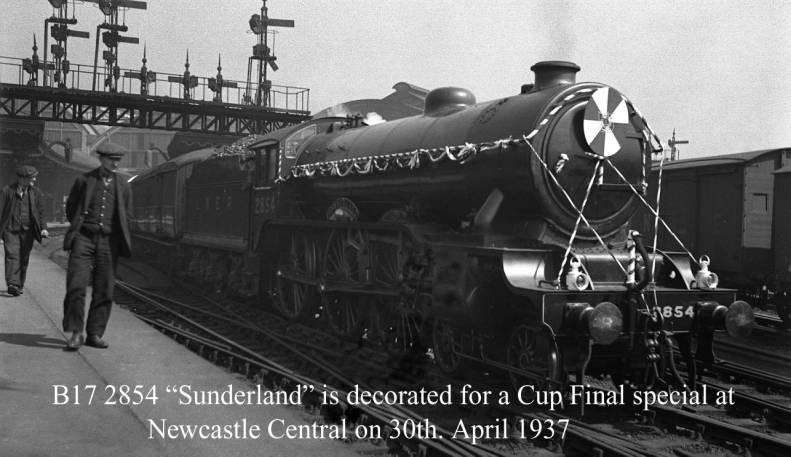 B17 2854 Sunderland with Cup Final special