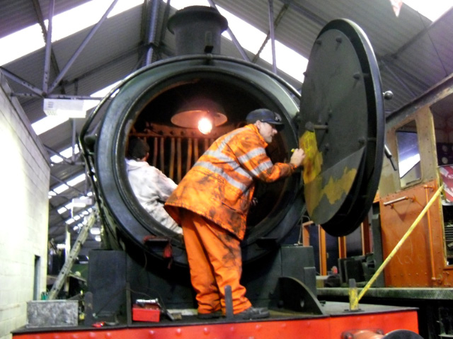 Ian Pearson in smokebox whilst Andy Lowes makes notes on smokebox door - Joan Lowes